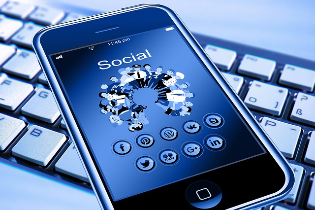 sociální síť na mobilu