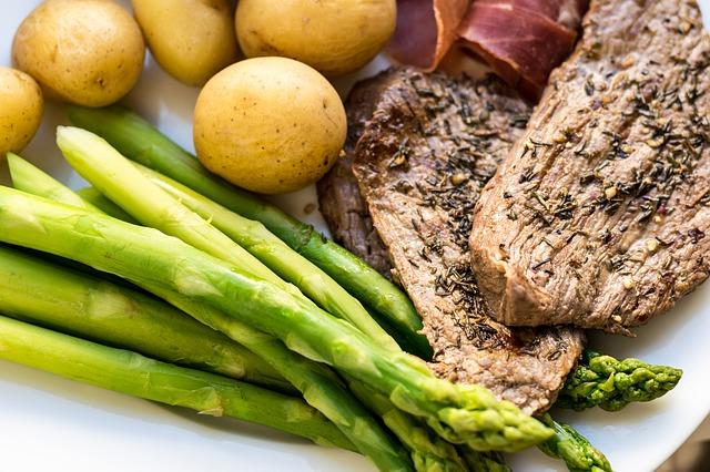 steak se zeleninou