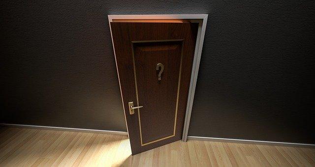 dveře otevřeno