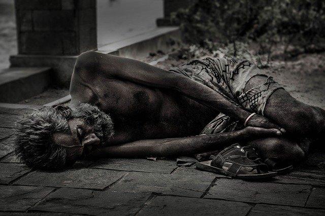 bezdomovec na zemi