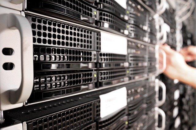 servery a sítě