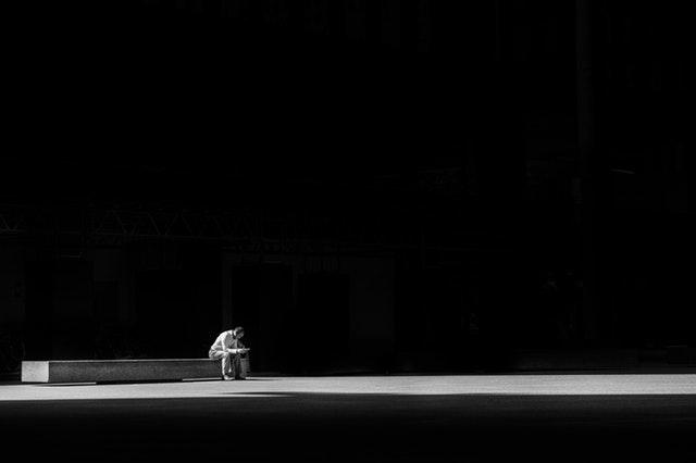 Samotář ve tmě