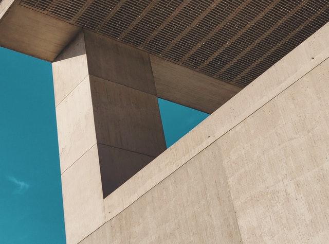 Podpůrný sloup z betonu