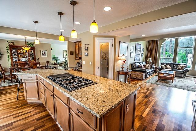 Dřevěná podlaha v luxusní kuchyni