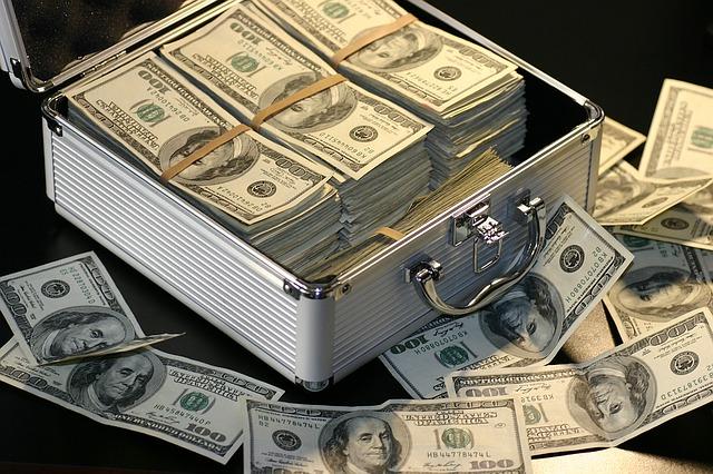Mnoho peněz na hromadě