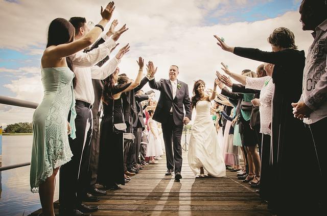 Novomanželé na svatbě