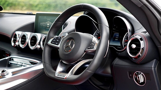 Interiér luxusnějšího vozu značky Mercedes