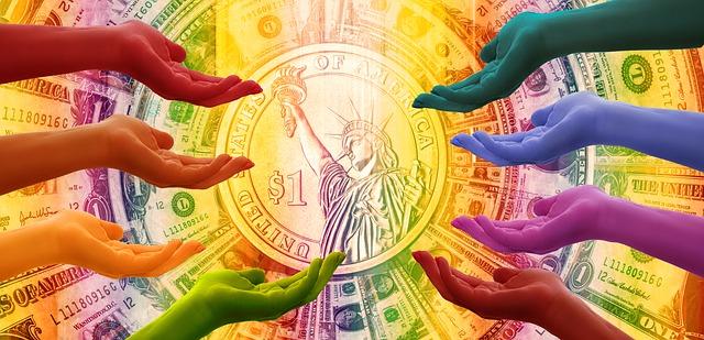 ruce a v pozadí bankovky
