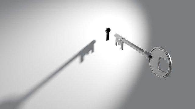 klíč a klíčová dírka