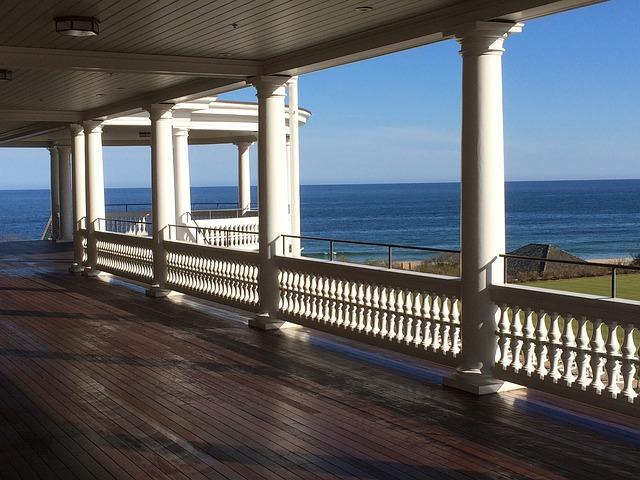velký balkón v domě