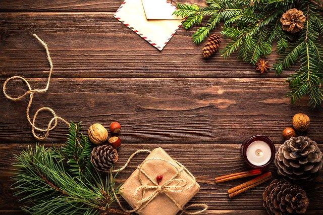 balení vánočního dárku